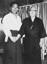 堀川幸道師範(右)と若き日の飯田塾長